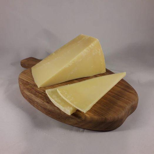 Сыр Dzuigas пармезан, Литва. 100 граммов (цена за шт)