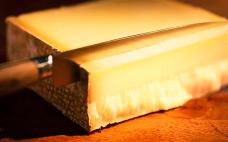 Сыр Грюйер выдержаный, Швейцария. 100 граммов (цена за шт)