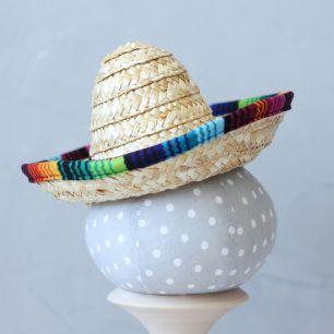 Шляпка соломенная с цветной окантовкой