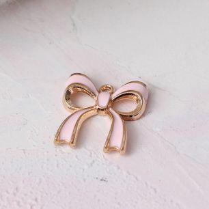 Кукольный аксессуар Подвеска бантик розовый