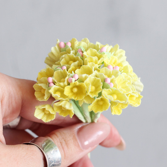 Букетик бумажных цветов, жёлтый - Кукольная миниатюра