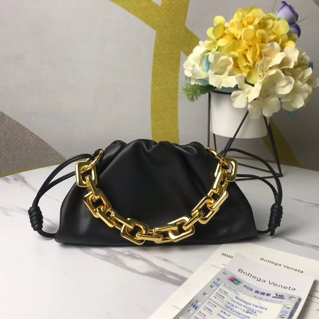 Bottega Veneta The Chain Pouch 22 cm