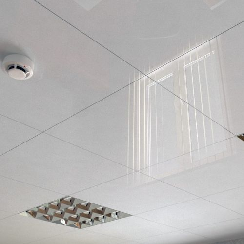 Потолок кассетный Cesal С01 жемчужно-белый 600x600 мм.