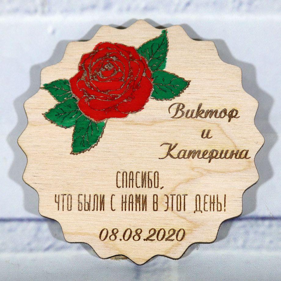 Свадебные магниты из дерева с красной розой
