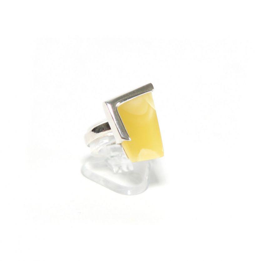 "Серебряное кольцо с желтым янтарем ""Поррима"""