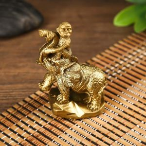 "Нэцке полистоун ""Обезьяна на слоне"" под бронзу 9,5х4,8х6,5 см   4785359"