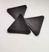 Треугольная черная нашивка с серой подложкой  ( 10шт )