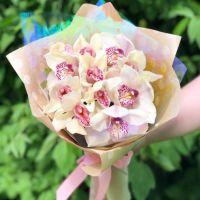 11 орхидей в крафт бумаге