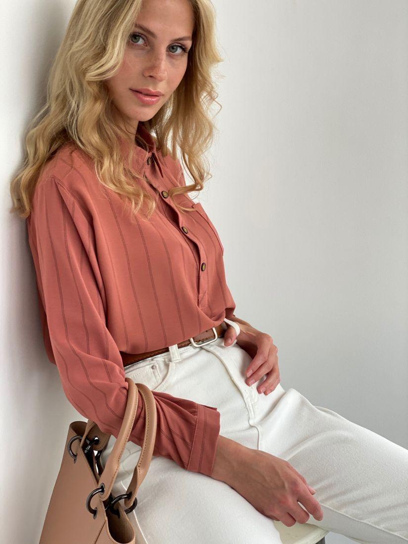 s2050 Рубашка в тёплом розовом цвете в полоску удлинённая