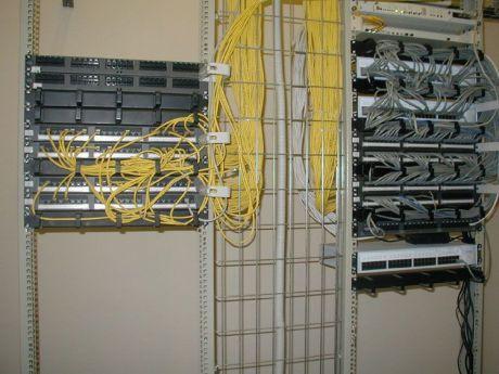 Прокладка слаботочного кабеля (Интернет, ТВ, телефон)