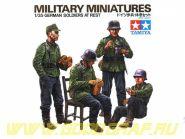 1/35 Нем. солдаты на обеде (4 фиг.) в форме М36