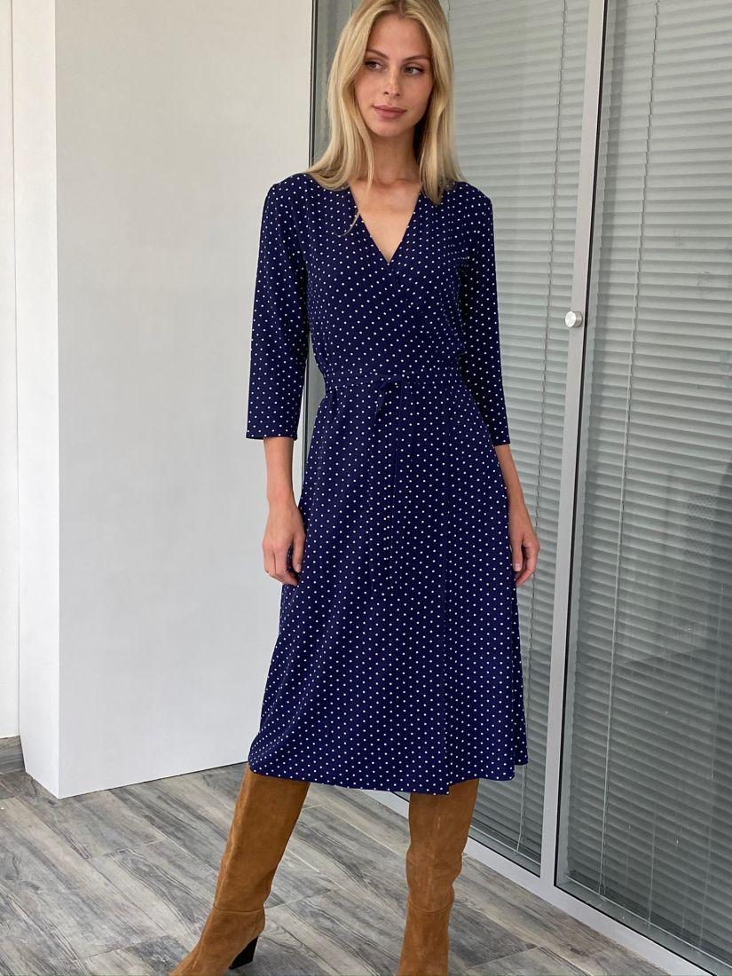 s2081 Платье с запахом в горох тёмно-синее