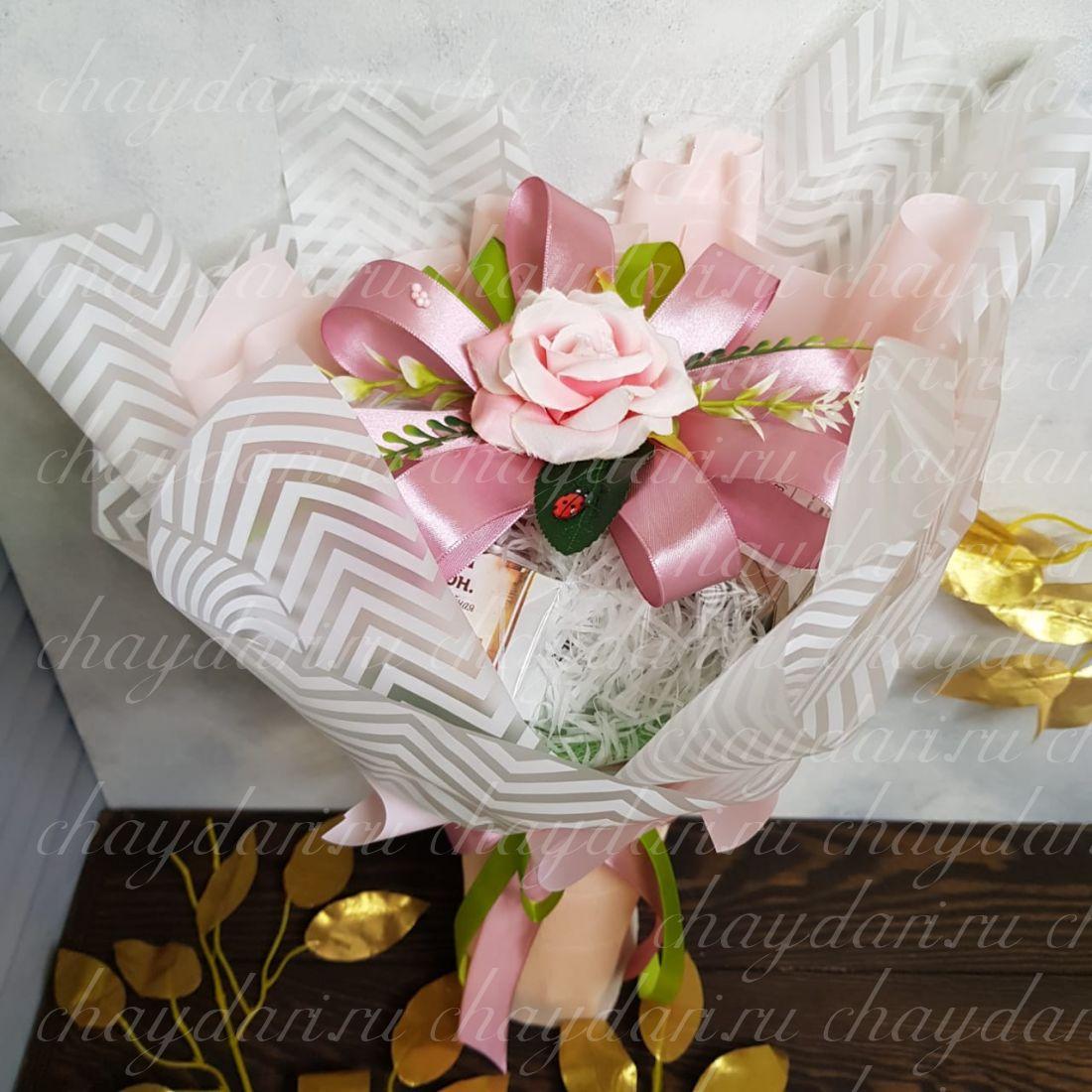 """Букет из чая и конфет """"Роза на 1 сентября"""""""
