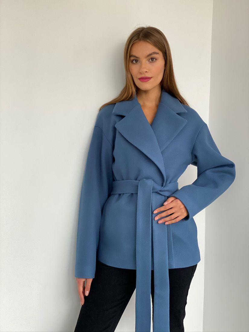 s2605 Пальто короткое в холодном голубом цвете