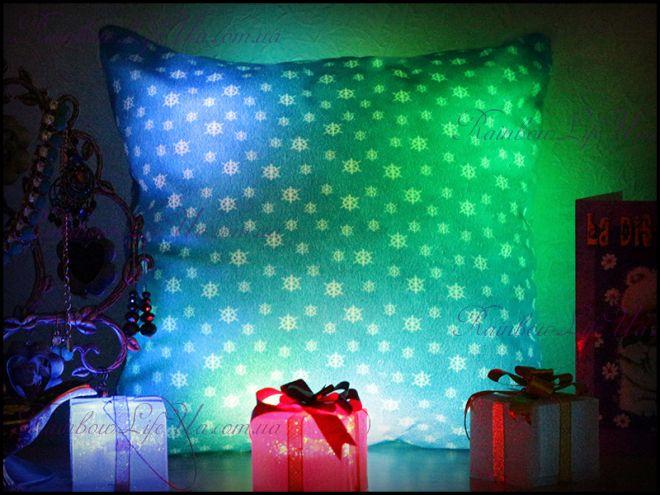 """Подушка - ночник новогодняя светящаяся """"Снежинки"""""""