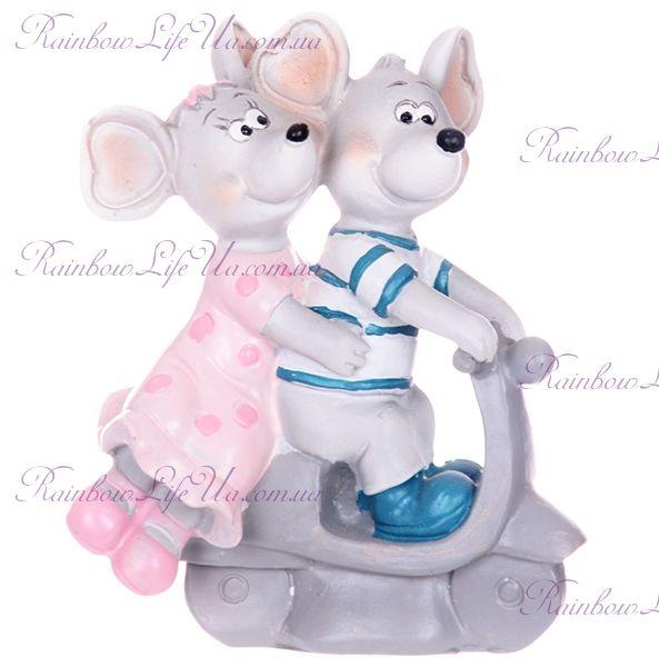 "Фигурка ""Мышки пара на скутере"""