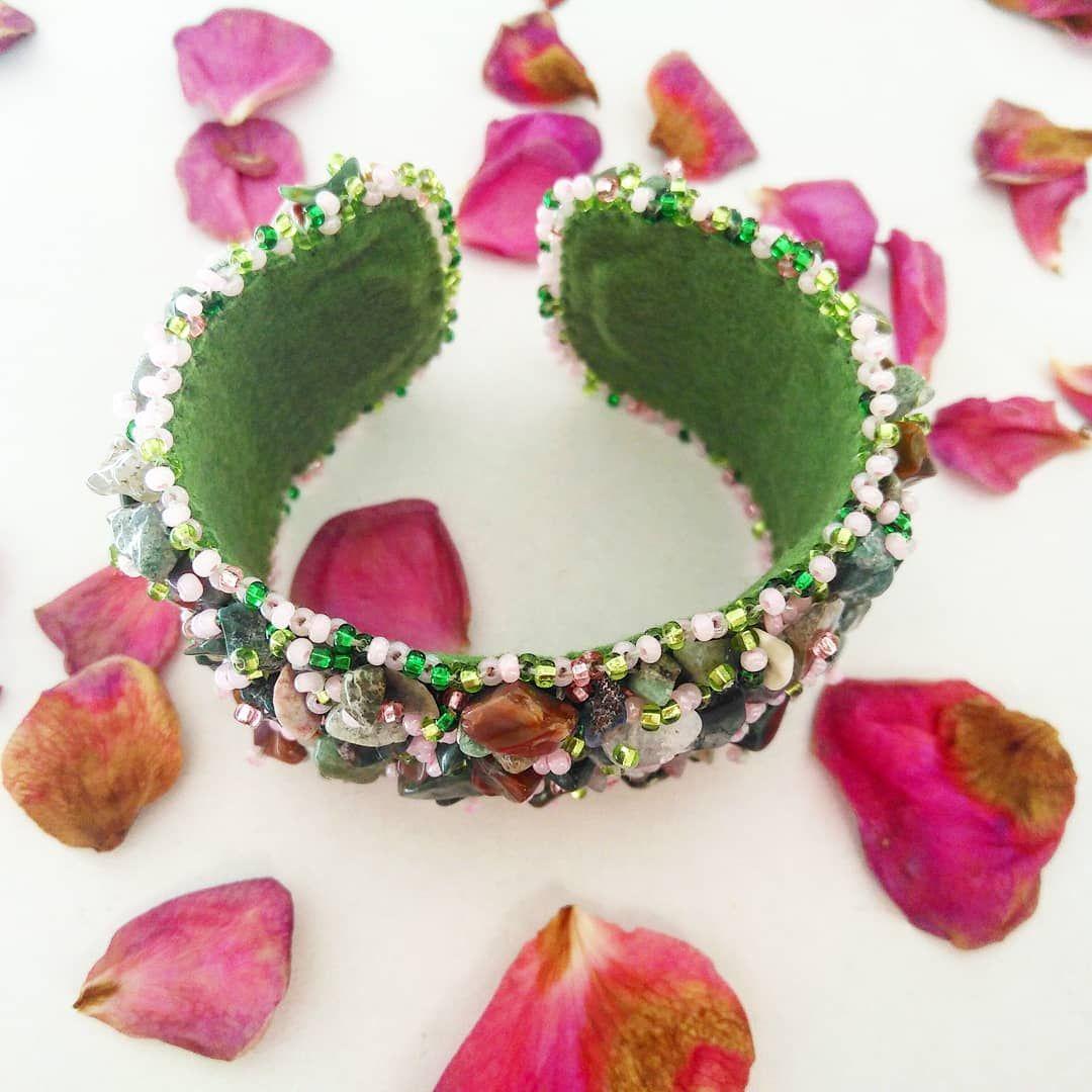 Браслет «Розовые розы» с натуральными камнями