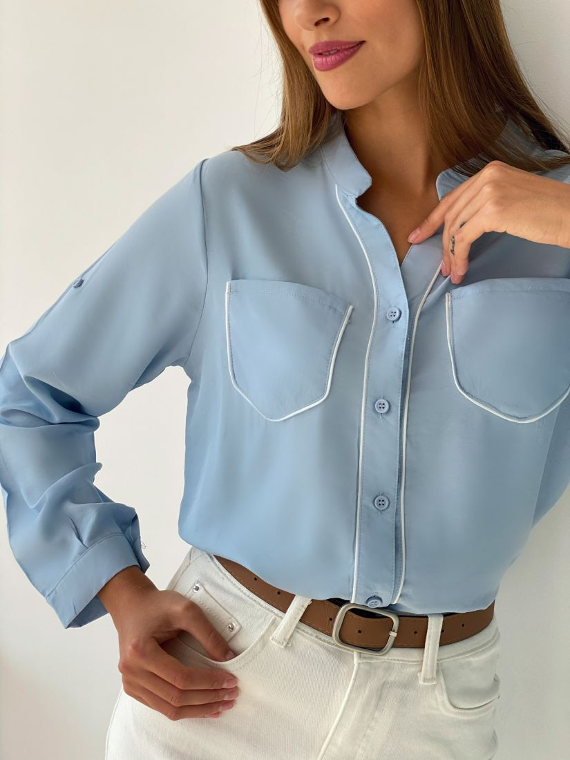 s2629 Рубашка с контрастной отделкой голубая