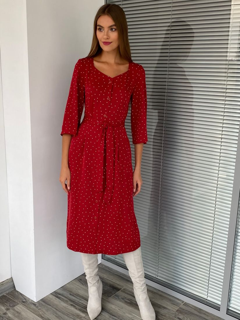 s2638 Платье с фигурным вырезом и пуговичками в горох бордовое