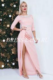 Персиковое платье в пол с разрезом