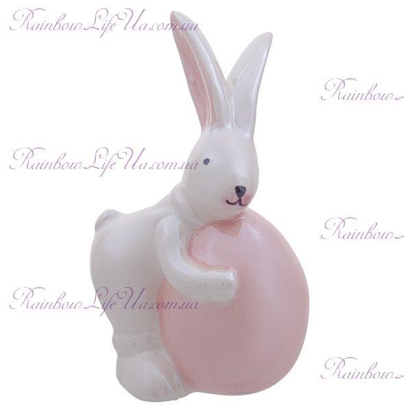 """Фигурка """"Пасхальный кролик с розовым яйцом"""""""
