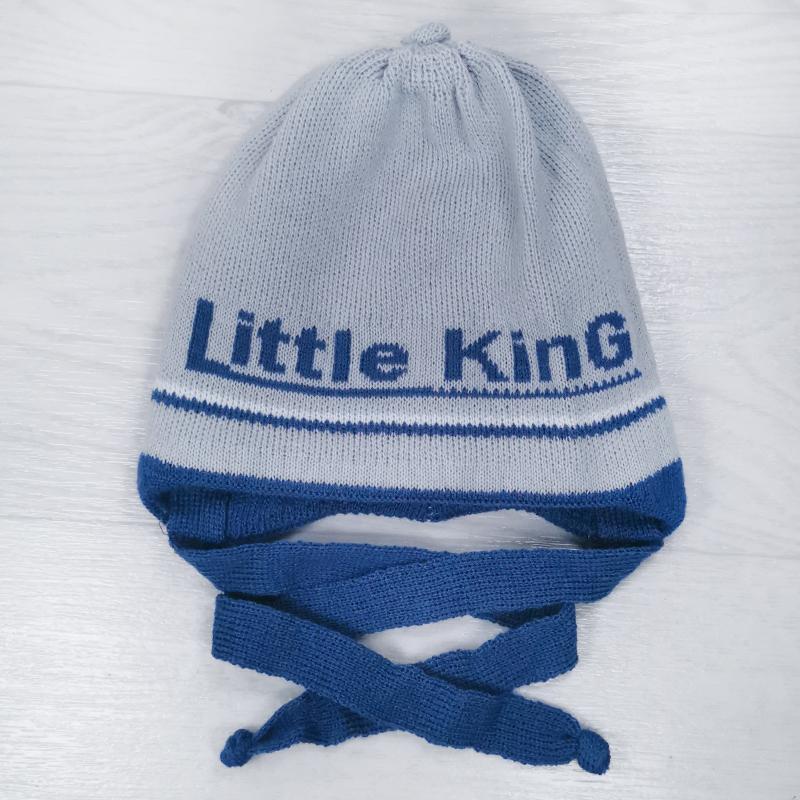 зн1023-49 Шапка вязаная на завязках с отворотом Little King светло-серая