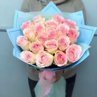 25 пионовидных розовых роз в красивой упаковке