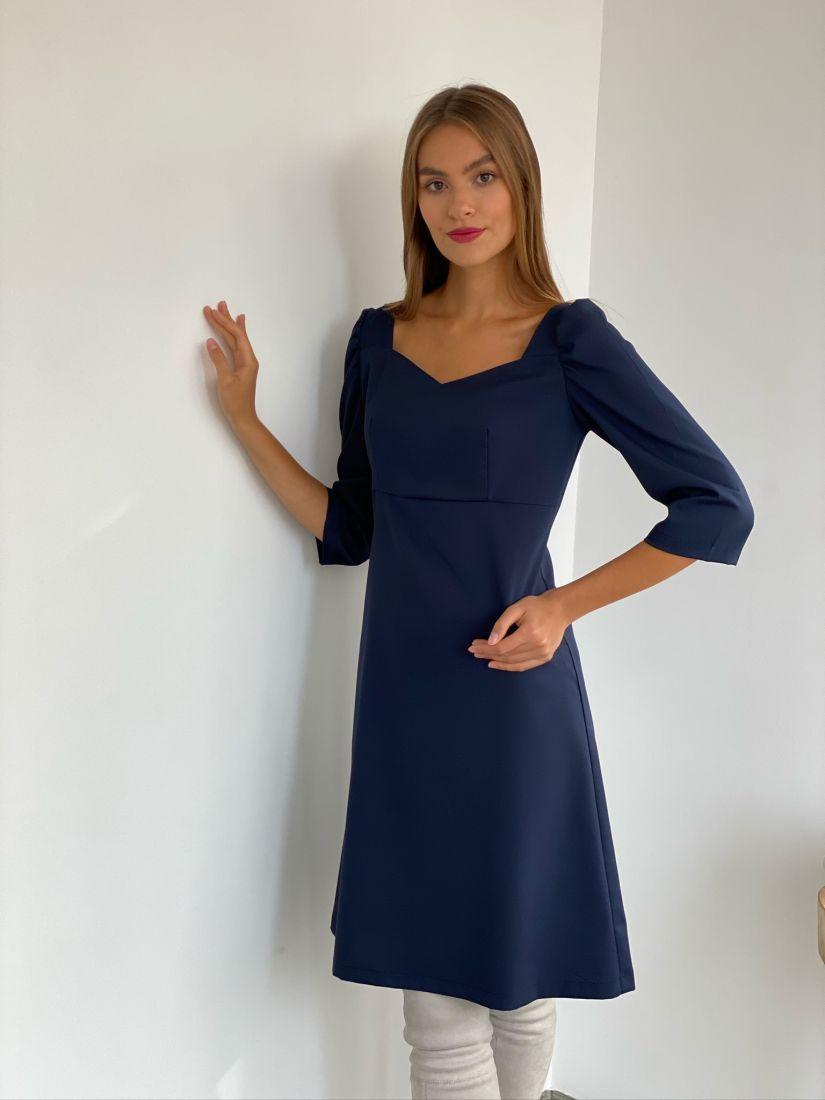2676 Платье-трапеция с объёмными рукавами и фигурным вырезом синее