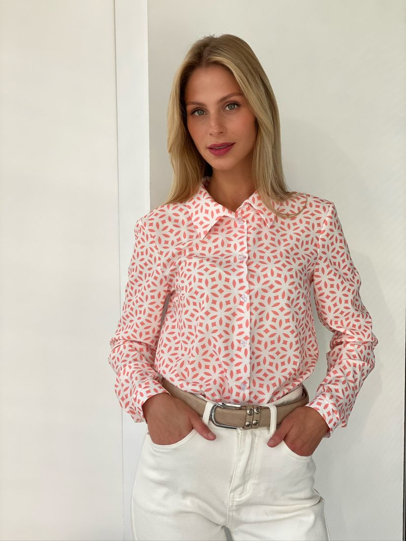 s2678 Нежная блуза с коралловым принтом