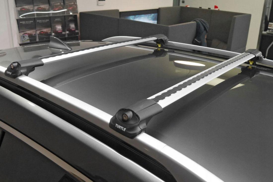Багажник на крышу Turtle Air 1 (122 см), аэродинамические дуги на рейлинги (серебристый цвет)