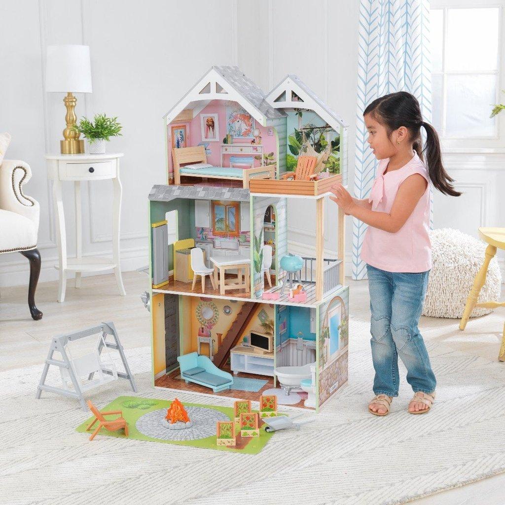 Кукольный домик Холли KidKraft интерактивный, с садиком и детской площадкой 65980