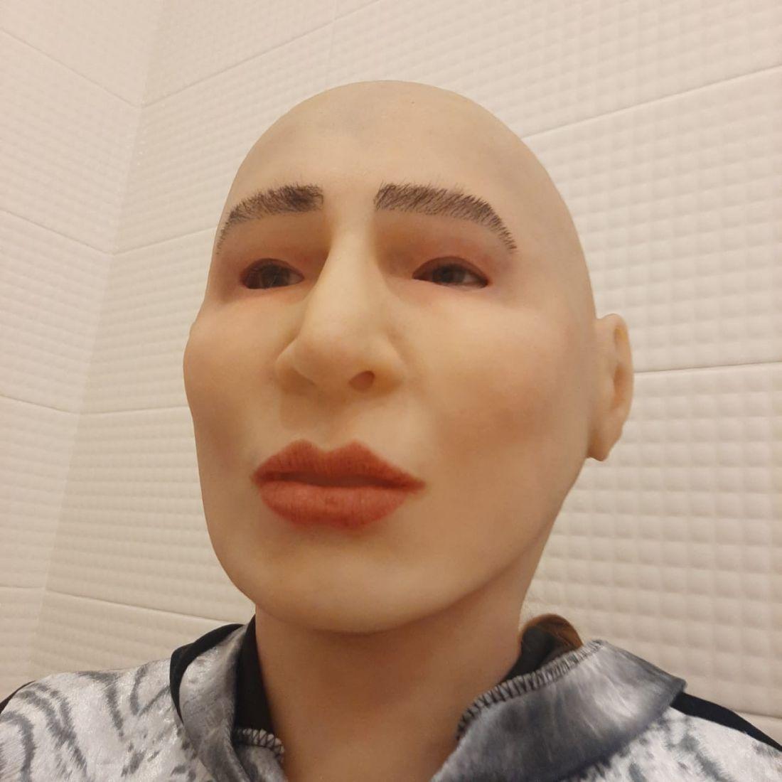 Реалистичная маска Женщина