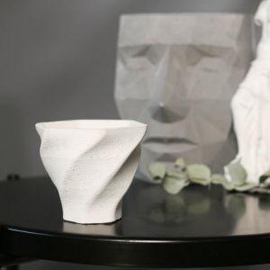 Кашпо винтовое белое из бетона «Феерия», 10,5 х 9 см