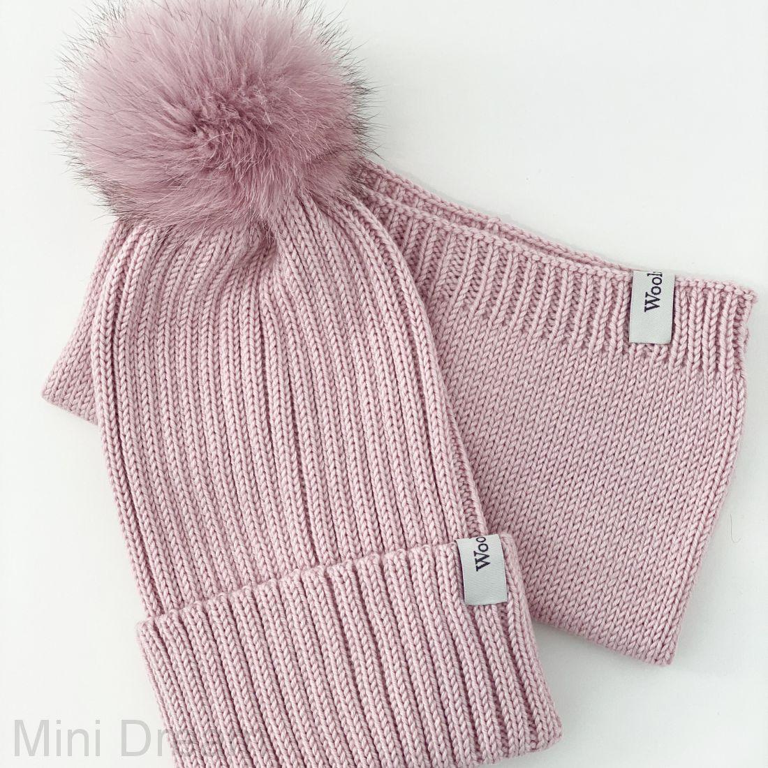 Комплект вязанный пудровый-розовый с помпоном