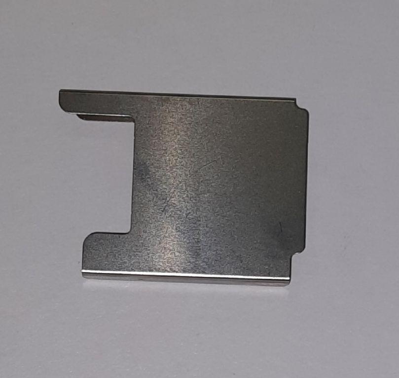 Защитная пластина корпуса от истирания нитью.   Цена 100