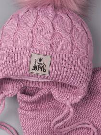 РБ 00-0023105 Шапка вязаная для девочки с помпоном на завязках, нашивка super дочь + снуд, тускло-розовый