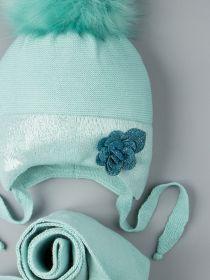 РБ 00-0022010 Шапка вязаная для девочки с помпоном на завязках, на отвороте розочка + шарф, бирюзовый