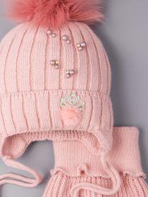 РБ 00-0021826 Шапка вязаная для девочки с помпоном на завязках, лапша, пушок и корона + снуд, тускло-розовый