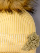 РБ 00-0022147 Шапка вязаная с помпоном на завязках, на отвороте розочка, желтый