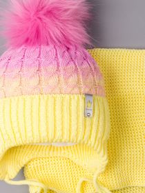 РБ 00-0021865 Шапка вязаная для девочки с помпоном на завязках, двухцветная, нашивка корона + снуд, желтый