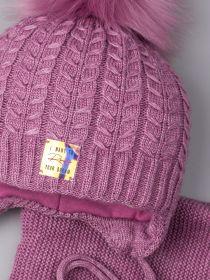РБ 23011 Шапка вязаная для девочки с помпоном на завязках, блестящая нашивка + снуд, лавандовый