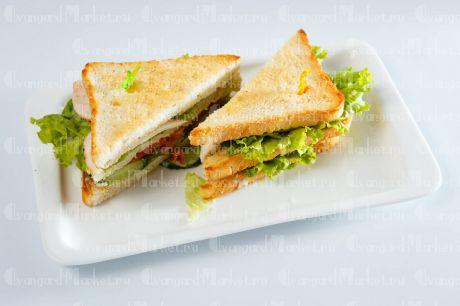 Сэндвич с бужениной и корнишонами