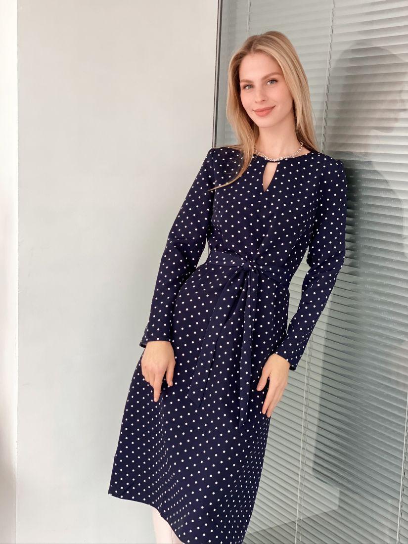 s3075 Платье с фигурным вырезом синее в горох