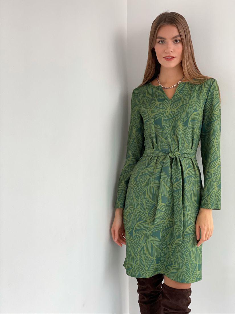 s3106 Платье с фигурной горловиной зелёное с листиками
