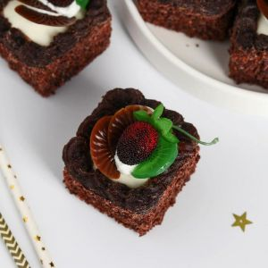 """Муляж пирожное """"Сладкое настроение """" 5х5 см шоколадное ягоды фрукты   5213298"""