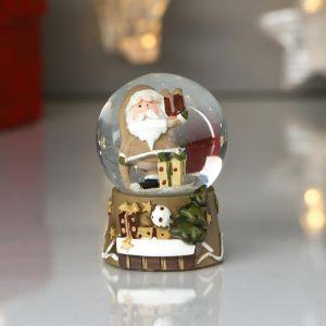 "Сувенир полистоун водяной шар ""Дед Мороз в бежевом кафтане с подарками"" d=4,5см 6х4,5х4,5 см   48221"