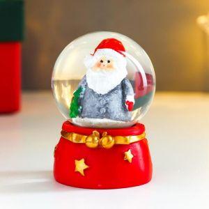 """Сувенир полистоун водяной шар """"Дед Мороз в серой шубке, с ёлочкой"""" d=4,5 см 6х4,5х4,5 см   4838667"""