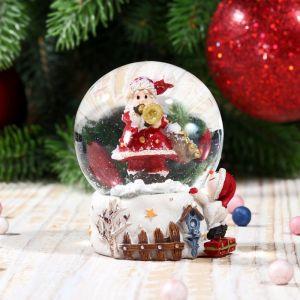 """Сувенир полистоун водяной шар """"Дед Мороз с трубой, снеговиком и скворечником"""" 6,5х4,5х4,5см 2005328"""