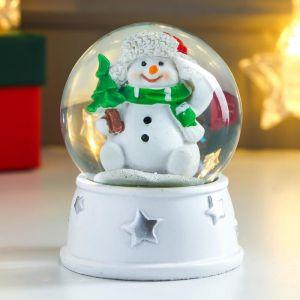 """Сувенир полистоун водяной шар """"Снеговик в шапке-ушанке, с ёлкой"""" d=6,5 см 8х6,5х6,5 см   4838669"""