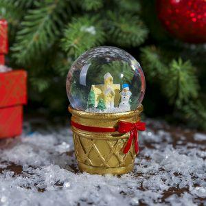 """Сувенир полистоун водяной шар """"Снеговик и пряничный домик в стаканчике"""" d=4,5 см   3572029"""